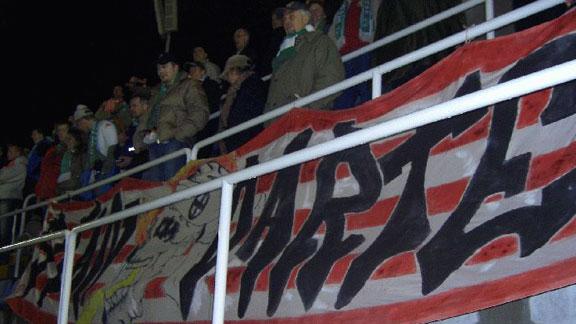 Standarte-Banner mit Keltenkreuz im Werder-Fanblock