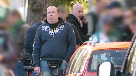Vor'm Verdener Eck beim Nordderby: Ronny Meinhardt (Bremerhaven, Bildmitte)