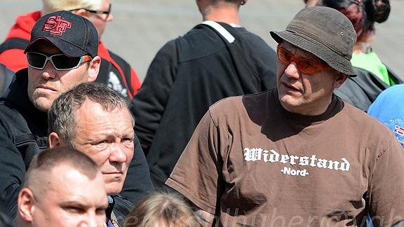 Hinten zwei weitere Bremer Nazis