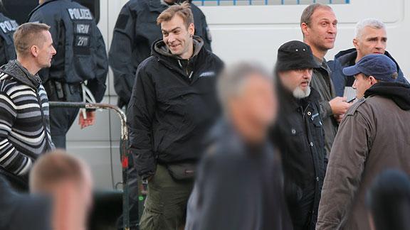 Teile der Bremer Reisegruppe. Rechts unter Stoff-Stahlhelm: Michael Hampe (Bremen)