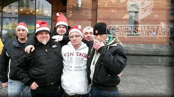 GSD-Verteilaktion (Weihnachten 2014), von links nach rechts: Markus Neumann, Jens Jagemann, Michael Hampe, Rico Matz, Sven Fischer, Frank Lehmann (ehem. Standarte Bremen)