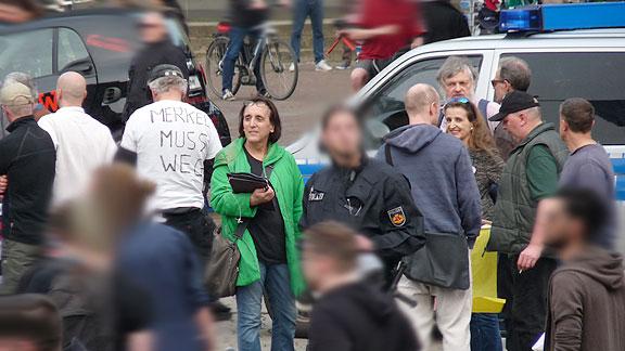 AfD-Haufen am 17. April 2018 (4), mit grüner Jacke: Sybill Constance De Buer.