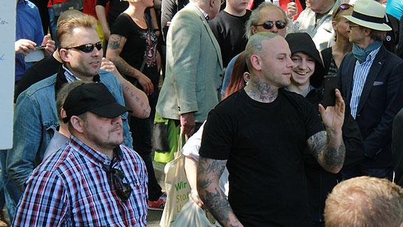 Hinten links mit Sonnenbrille: Richard Ritsch (Bremen) im Kameradenkreise