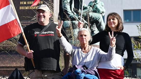 Von Malek und seine Freundin Anja Rosenberg (rechts)