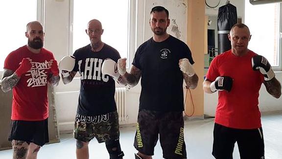 Nazihooligans beim Training im Sportstudio Stresemannstr., von links nach rechts: Lars, Christian Steiner, Christoph Mohrmann und Dennis Dollberg