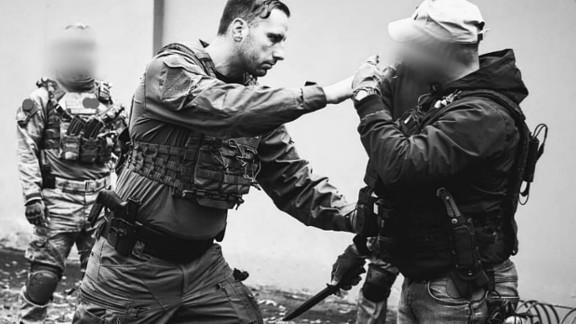 Training mit Pistole und Messer: Mohrmann in Action